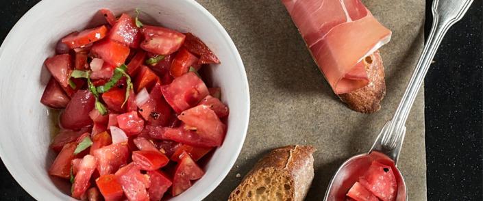 Frisk salat med tomater