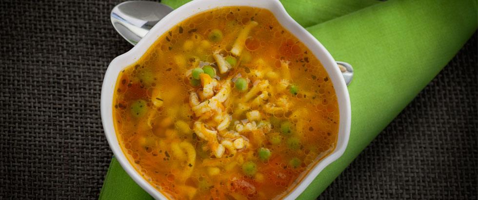 Sunn suppe med grønnsaker og pasta