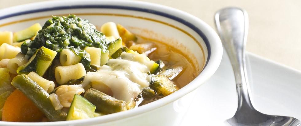 Sunnere suppe med pasta og pesto