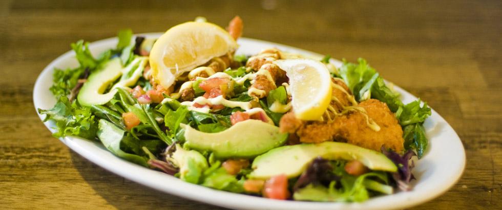 Proteinrik salat med kylling og avokado