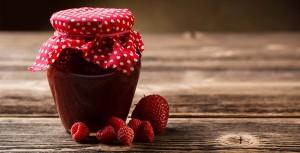 bringebær og jordbær syltetøy